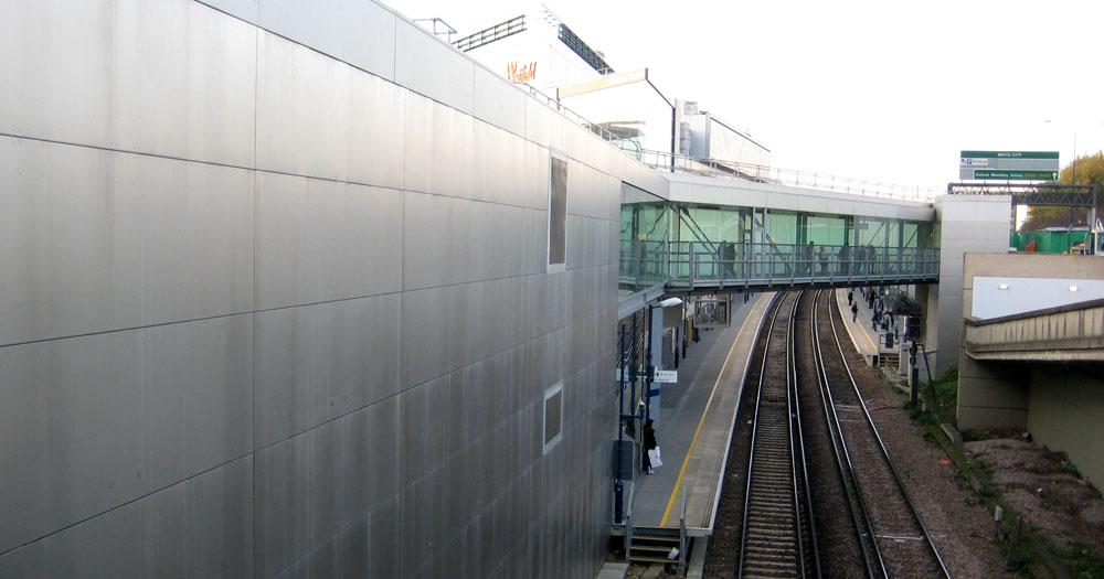 West London Line Station: Station bridge link